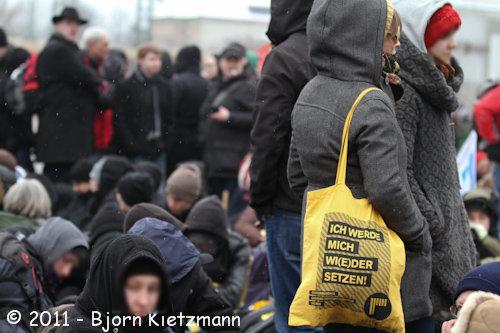 Sitzblockade am 19. Februar in Dresden (Quelle: flickr.com/photos/kietzmann/)