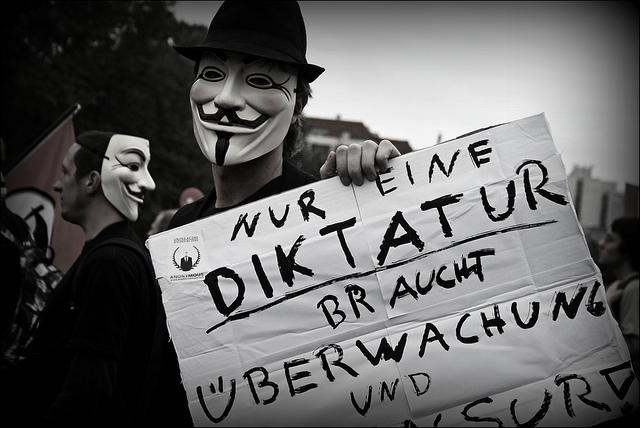 Nur eine Diktatur braucht Überwachung (Quelle: flickr.com/photos/steffireichert/6141752202)