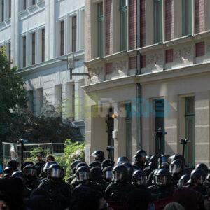 Ein großes Polizeiaufgebot hat die Odermannstraße abgesichert