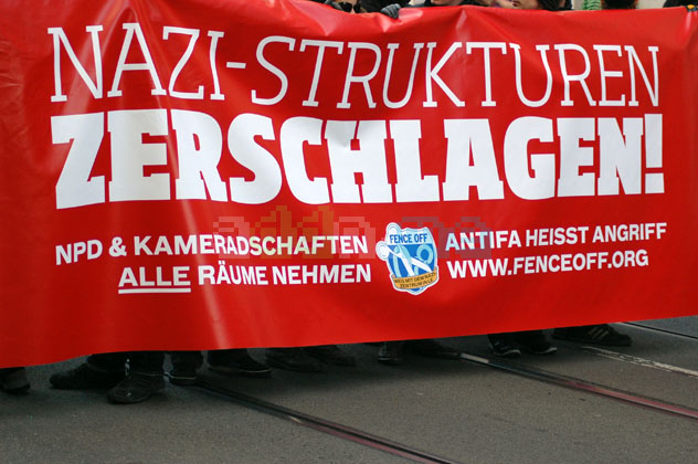 "Transparent ""Nazistrukturen zerschlagen!"""