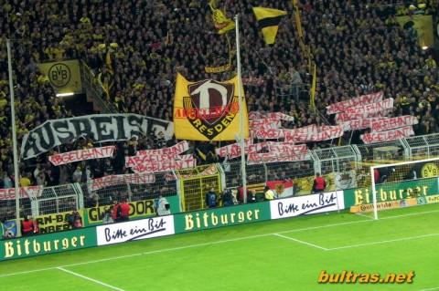 """""""Ausreiseantrag? Abgelehnt!"""" Choreographie der Borussia Fans beim Pokalspiel (Quelle: bultras.net)"""