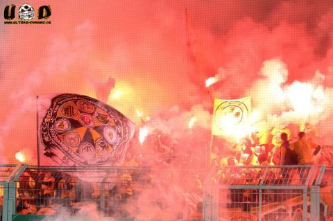 Pyrotechnik beim DFB Pokalspiel gegen Borussia Dortmund