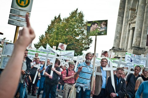 """1000 Kreuze""-Demonstration in Berlin 2011 (Quelle: andreas-domma.de)"