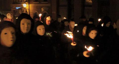 Nazis bei einer Spontandemonstration am 01. Mai 2010 in Bautzen (Screenshot)