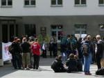 Protestkundgebung vor dem Dresdner Verwaltungsgericht im April 2012