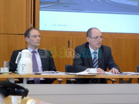 Markus Ulbig und Jörg Michaelis auf der Pressekonferenz zur Vorstellung der PMK Zahlen 2011
