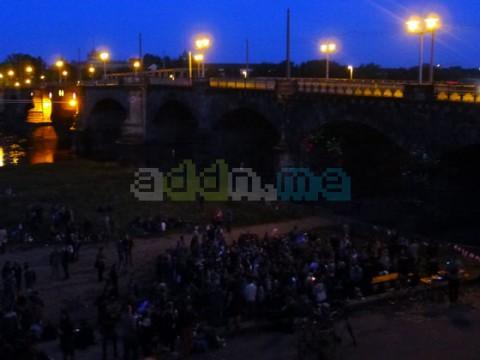 Weit über 300 Menschen feierten an der Elbe den Tag der Befreiung