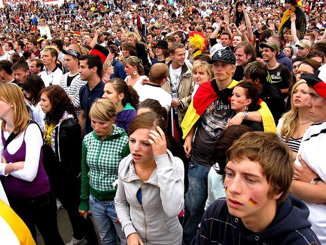 Fans der Deutschen Nationalmannschaft beim Public Viewing 2008 in Dresden (Quelle: flickr.com/photos/_parrish_/)