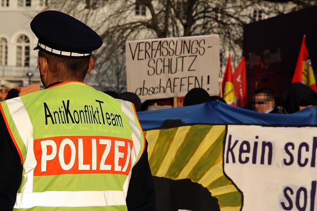 """""""Verfassungsschutz abschAFFEN!"""" (Quelle: flickr.com/photos/agfreiburg/)"""