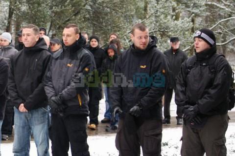 Kay Nowotny (2. von Rechts) am 13. Februar 2011 auf dem Heidefriedhof