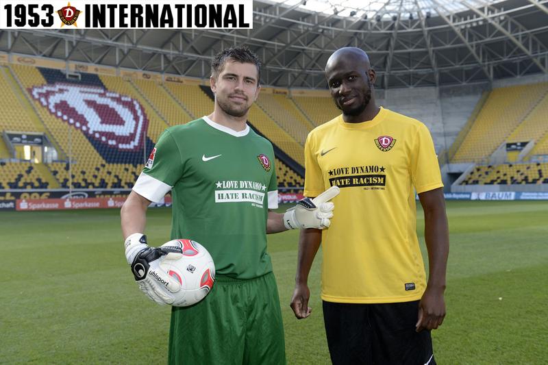 Mickael Poté und Benny Kirsten stellen das Trikot vor (Quelle: Dynamo Dresden)