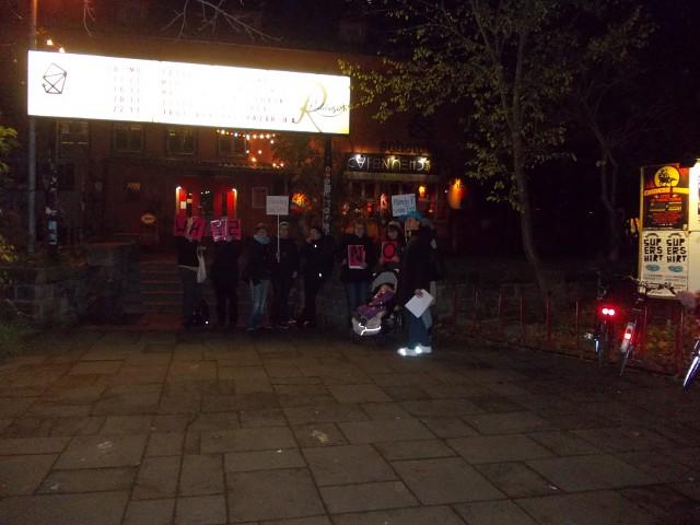 "Protest vor dem Neustädter Kulturzentrum ""Scheune"""