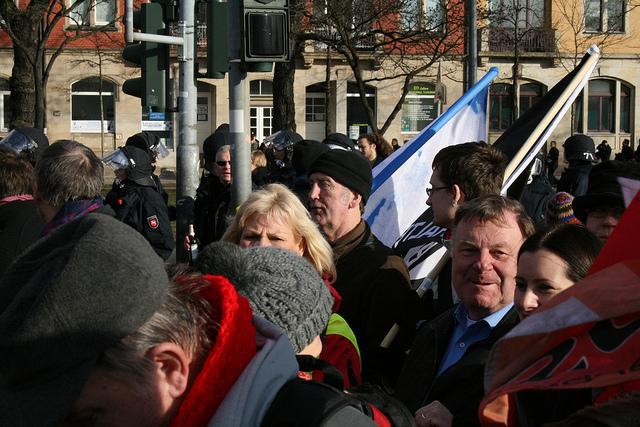 Willy van Ooyen auf der großen Antifademo am 18. Februar 2012 in Dresden (Quelle: flickr.com/photos/dielinkebw/)