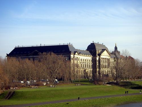 Das Staatsministerium für Finanzen in Sachsen (Quelle: flickr.com/photos/jrgcastro/)