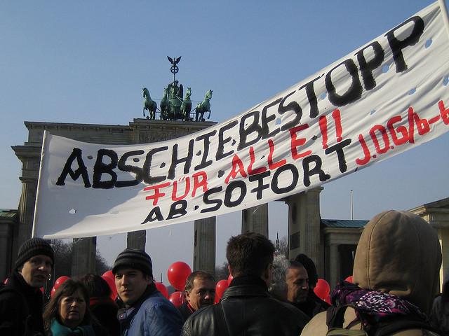 Abschiebestopp für Alle (Quelle: flickr.com/photos/modernezeiten/)