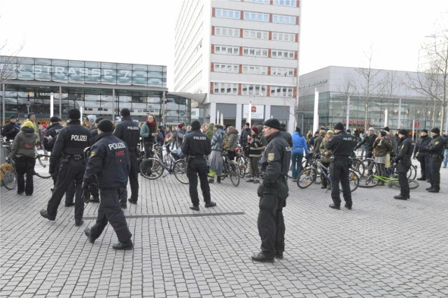 Polizeikessel auf der Prager Straße (Quelle: freiraum.fueralle.org)