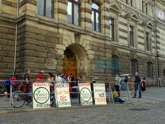 Mahnwache vor dem Albertinum in Dresden