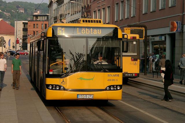 Busfahren soll in Zukunft teurer werden (Quelle: flickr.com/photos/wimox/)