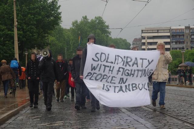Demonstration auf der Augustusbrücke