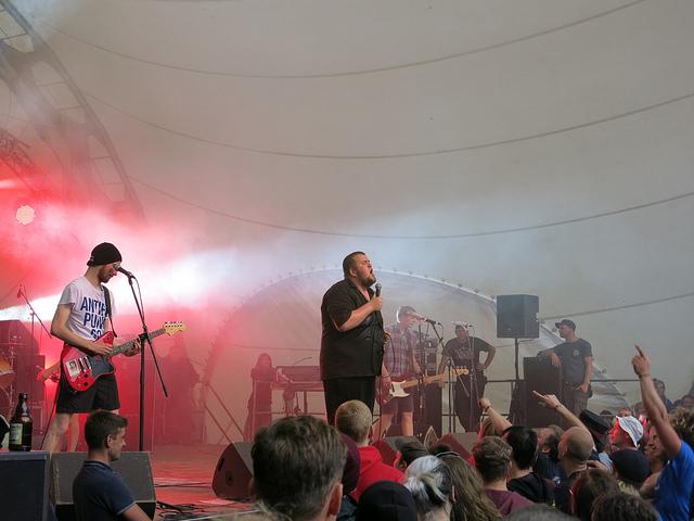 Feine Sahne Fischfilet auf dem diesjährigen Fusion-Festival (Quelle: flickr.com/photos/stinka/)