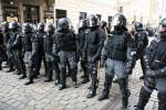 Martialisches Auftreten der Polizei in Dresden (Quelle: flickr.com/photos/iguerilla)