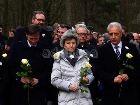 Parteiprominenz beim Gedenken auf dem Heidefriedhof