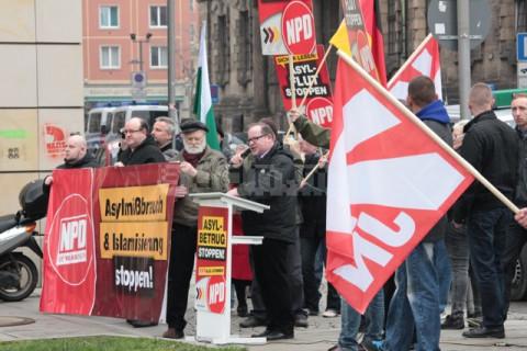 Thorsten Thomsen spricht auf der Kundgebung der NPD