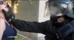 Demonstrantin im Griff der Polizei (Quelle: Screenshot mdr Aktuell)