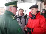 Bodo Ramelow im Gespräch mit der Polizeiführung am 13. Februar 2010 (Quelle: flickr.com/photos/dielinke-sachsen/)