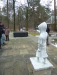 Schmuddelkindskulptur auf dem Dresdner Heidefriedhof