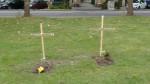 Provisorische Gräber an der Bautzner Straße (Quelle: twitter.com/ze3t/)