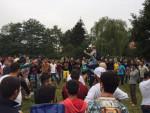 Ausgelassene Stimmung auf dem Willkommensfest in Heidenau (Quelle: twitter.com/cem_oezdemir/)