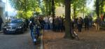 Protest an der Zufahrt zur Turnhalle (Quelle: twitter.com/WeberLexa/)