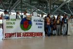 Stoppt die Abschiebungen! Kundgebung auf dem Hamburger Flughafen (Quelle: romas-in-hamburg.blogspot.de)
