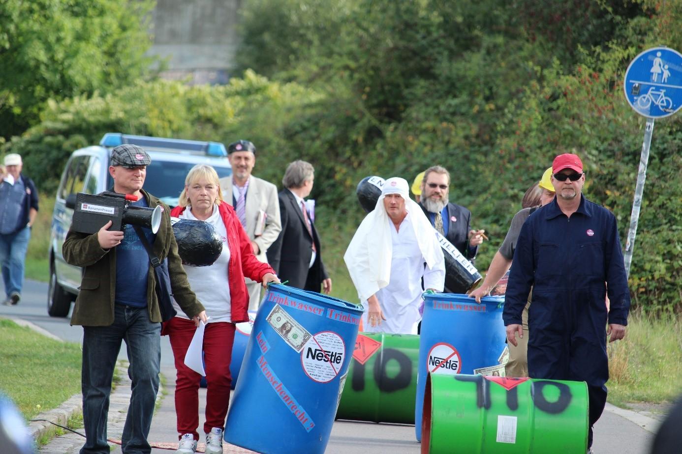 Rechte Gruppierungen demonstrierten gegen das Kunstprojekt am Neustädter Hafen