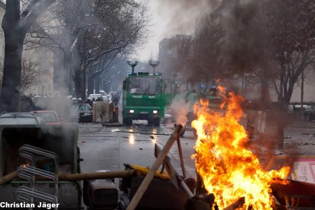 Brennende Barrikade auf der Reichenbachstraße