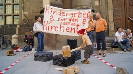 Protestaktion vor der Kreuzkirche (Quelle: Michael Schmelich)